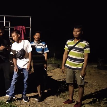 Penyemprotan Desinfektan kepada  warga yang pulang dari perantauan pukul 02.00 wib dini hari