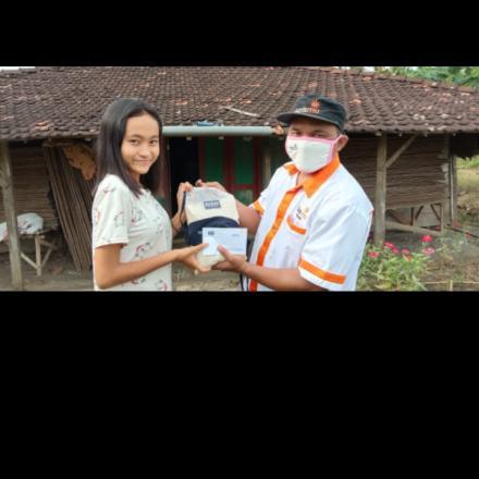 Bantuan kepada anak yatim dan dhuafa warga Desa Sudo dari LAZISMU Rembang